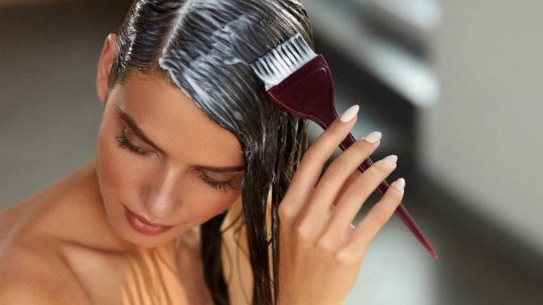 Comment teindre les cheveux toute seule