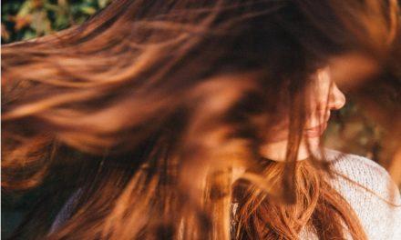 Perte de cheveux : Causes et remèdes naturels