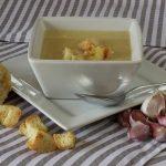 Soupe à l'ail et pommes de terre pour améliorer vos défenses